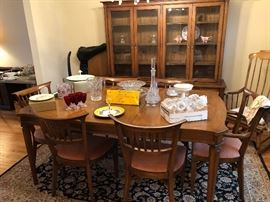 Henredon Dining Table w/6 chairs, 2 leaves and pads