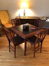 Perfect Condition Leg-O-Matic Card Table w/4 folding chairs!