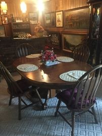 Oak dinning room table with 4 chairs