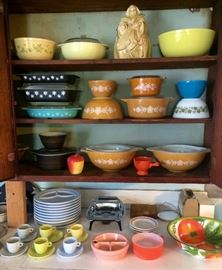 Vintage Kitchenware including Pyrex and Corningware