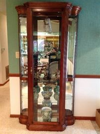 Lighted Pulaski Curio Cabinet in Excellent Condition
