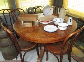 Beautiful oak round table
