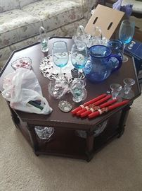 Coffee Table and misc glassware and home décor items