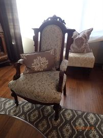 ANTIQUE SIDE CHAIRS / WOOD CARVED DETAILS X 2 - OTTOMAN WOOD LEGS