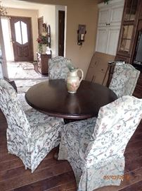 ROUND DINING TABLE W/ PARSON CHAIRS