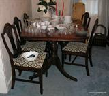 Beautiful Mahogany Duncan Phyfe Style Dining Table and extensions