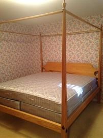 Light wood 4-poster bed