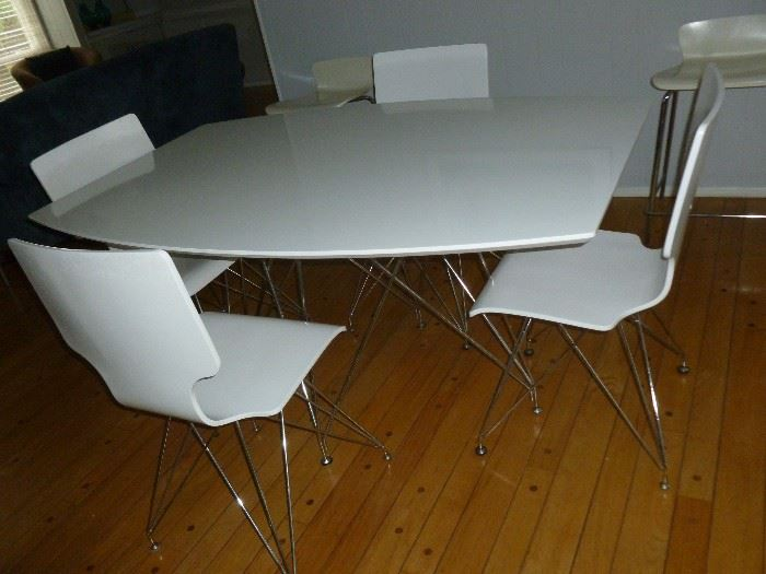 Neat White Table w/Chairs & unique metal legs
