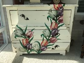 Beautiful Steven Shell Picadilly Commode