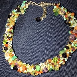 BEAUTIFUL NATURAL STONE MULTI-COLOR NECKLACE