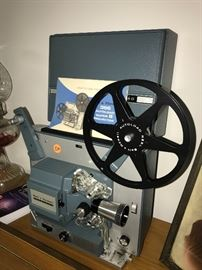 VINTAGE 8MM MOVIE PROJECTOR BELL AND HOWELL