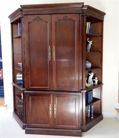 THIS IS A SLIGH WALL UNIT USING 3 PIECES--THERE ARE 5 PIECES THAT MAY BE USED TOGETHER OR EACH PIECE  ALONE.  SEE NEXT PICTURE.