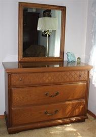 Bassett Mid-Century 3-Drawer Oak Dresser with Mirror