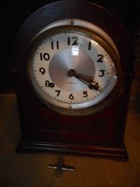 Vintage New Haven Mantel Clock