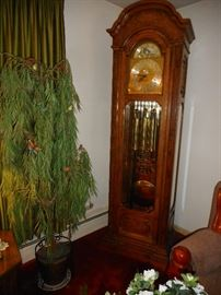 Howard Miller Grandfather Clock, 9 Brass Weighted Tubes, Brass Pendulum, Beveled Glass Case. Westminster Chimes, Works..8 Day Clock. Like NEW Condition
