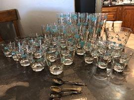 Vintage 1950s turquoise glassware!