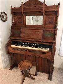 Beautiful Original Pump Organ- Works