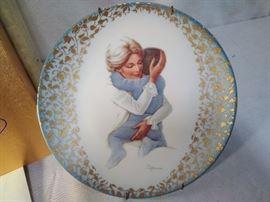 """Hug Me"" Plate by Irene Spencer  https://ctbids.com/#!/description/share/20517"