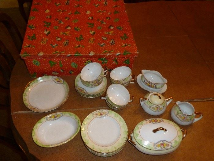 Awesome childs tea set w/original box (1 pc damaged)