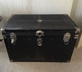 Vintage trunk in great condition has original insert.