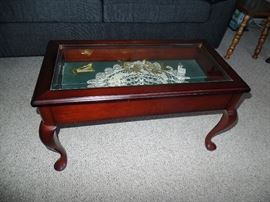 Coffee table w/top that lifts to fill with your favorite collection