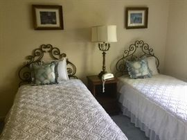 Set of twin beds