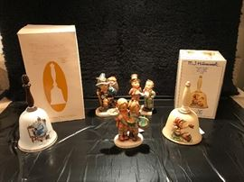 130 Duet (TMK5); 381 Flower Vendor (TMK5); 52Going to Grandma's (TMK6); 701 1979 Farewell - Annual Bell (TMK5); and Danbury Mint - Norman Rockwell Bell - Triple Self Portrait.
