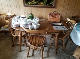 Dining Table with Leafs and 6 Chairs - Nice condition.