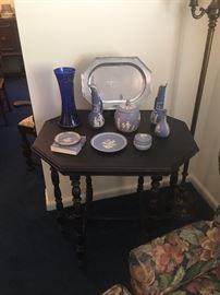 Gate leg vintage table with blue Wedgwood jasperware