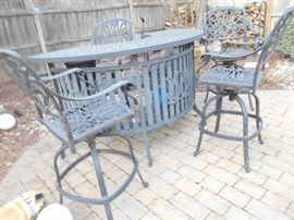 cast aluminum bar with 4 swivel bar stools