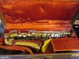 """Buescher """"Aristocrat"""" Alto Saxophone in Case, Vintage 1960's"""