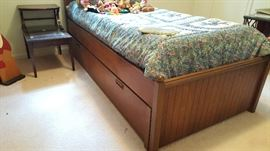 Drexel solid wood trundle bed