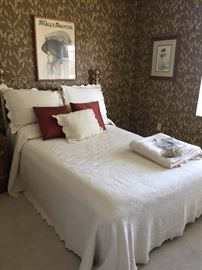 Beautiful brass bed. (Full size mattress )