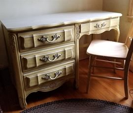 Dixie Cabaret Desk