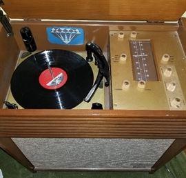 Vintage Magnavox Stereo System