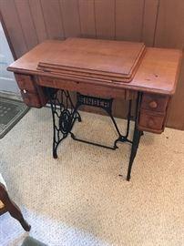 Early 20c  Oak Singer Sewing Machine