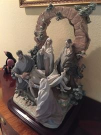LLADRO 01001817 THE BURIAL OF CHRIST, Retired Collection