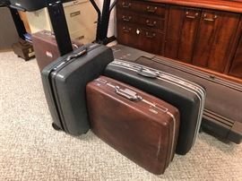 Many suit cases