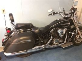 Yamaha V Star 1300 Deluxe Touring Cruiser 1300 w/ 283 original miles