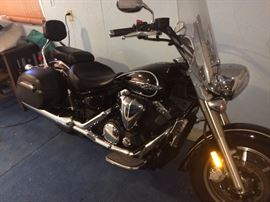 Yamaha V Star Deluxe Touring Cruiser 1300 with 283 original miles