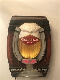 Vintage bubbling Grain Belt electronic beer sign.