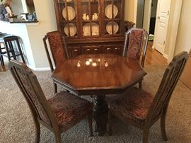 Dining table and  4 x chairs w/ 2 leaves