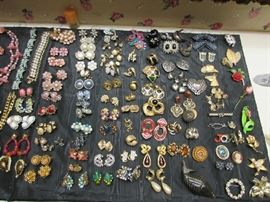 Very nice collection of vintage clip on earrings, pins and necklaces