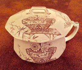 Stratford ironstone chamber pot