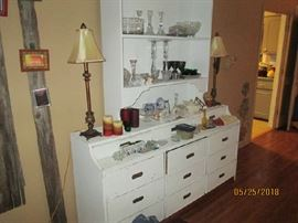 CABINET/COUNTER W/ HUTCH TOP & PR. OF STICK LAMPS