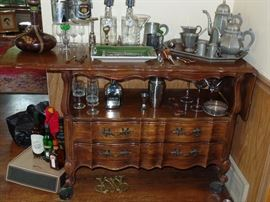 Thomasville, Bar/Server  with 2 drop down sides and 2 drawers