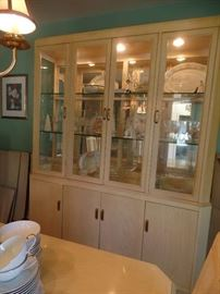 Lighted whit oak cabinet w/matching dining room table and 6 chairs