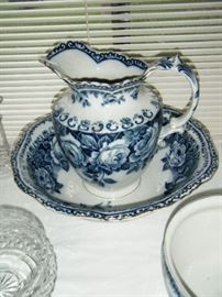ANTIQUE  PITCHER AND BOWL IN PERFECT CONDITION. GREAT BLUE COLOR!