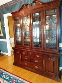 Thomasville Cherry China Cabinet & Hutch    http://www.ctonlineauctions.com/detail.asp?id=709308