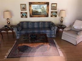 Lovely living room furnishings..